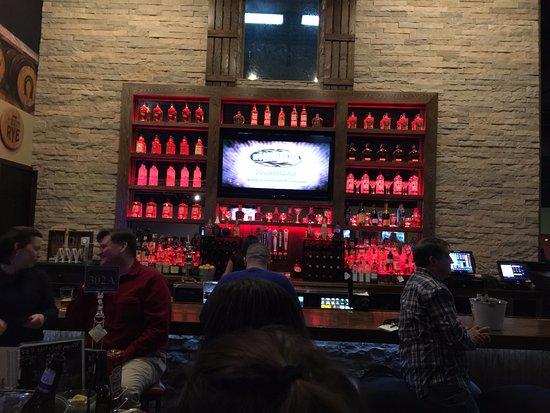 Pasadena, MD: Bar lights change color