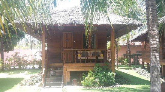 Coco Beach Resort: Unser echt schöner Bungalow. Wir haben sogar Meerblick! Alle hier sehr freundlich und zuvorkomme