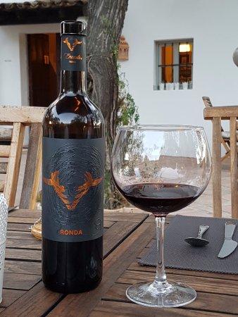 Iznajar, Spain: Delicious local wines.