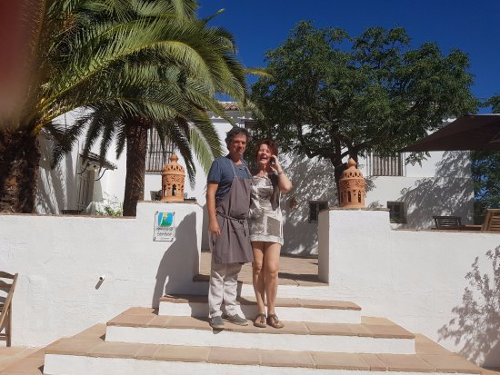 Iznajar, Spain: Jean and Carolina, our host and hostess.