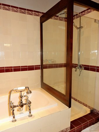 tiling and paint job in the bathroom. - Picture of The Strand ...