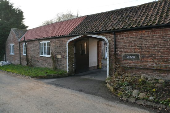 entrance to the mews picture of bessingby mews holiday cottages rh tripadvisor com