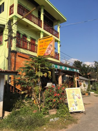 Luang Namtha, ลาว: The outside look, which is as inviting as the food.