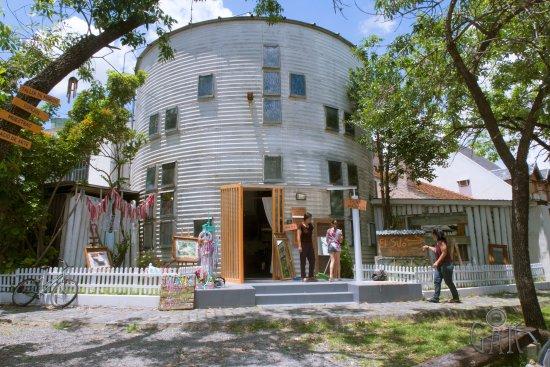 San Isidro, Argentina: El Silo del bajo - Taller de marcos - Espacio de arte