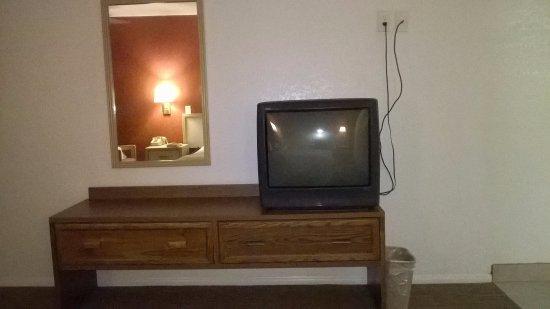 Travelodge Suites Phoenix Mesa : Old beat up furniture, ancient TV.