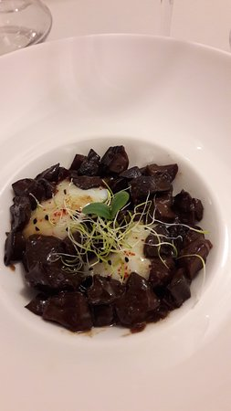 Lorp Sentaraille, Frankrike: Oeufs mollets en daube de cèpes