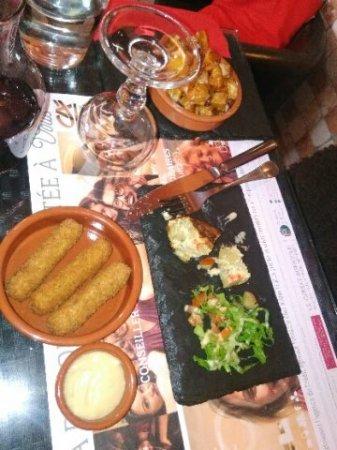 Le Beausset, Γαλλία: tapas beignets de fromage, patatas, tortillas, acras