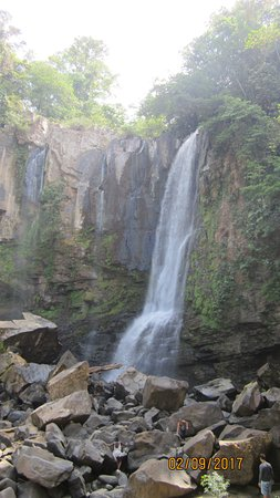 Dominical, Costa Rica: upper falls which pour into lower falls