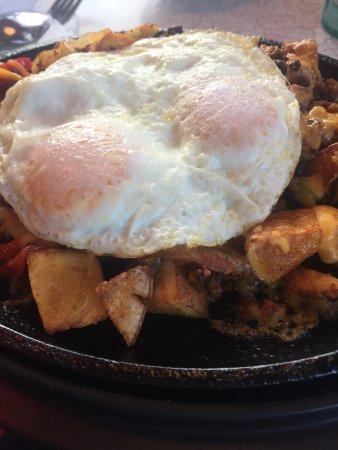 Breezewood, Pensilvania: Amazing breakfast skillet
