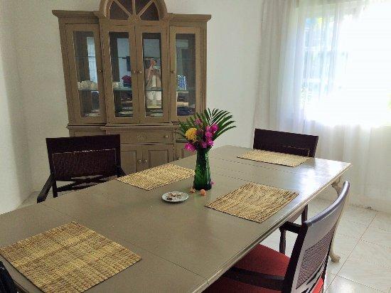 Beachcomber Club: Dining room in One bedroom suite.