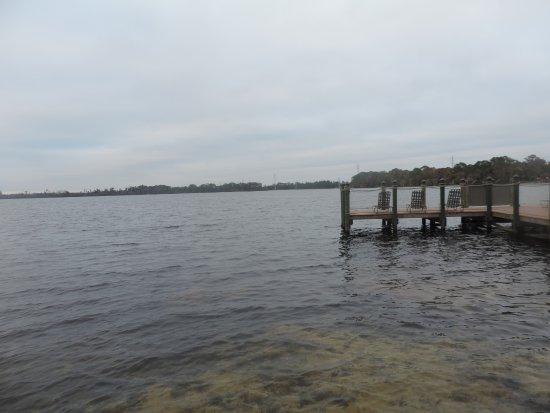 Bryan's Spanish Cove: Lago. No apto para bañarse