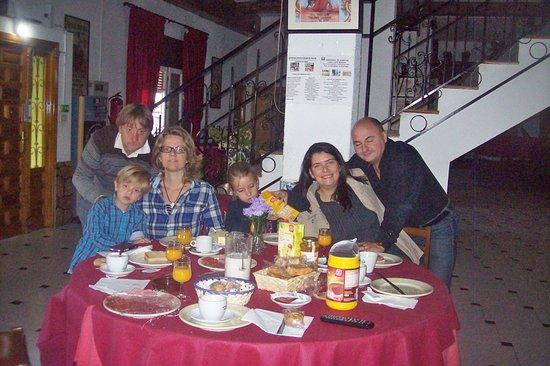 Fuentes de Ebro, İspanya: Desayuno familiar