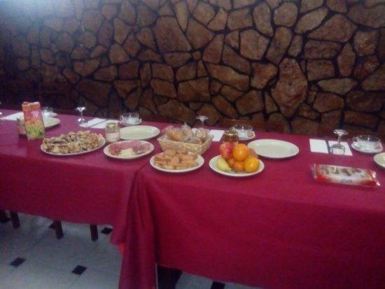 Fuentes de Ebro, สเปน: preparación desayuno