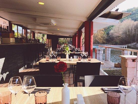 Restaurant L'Ecluse: Salle au bord de l'eau