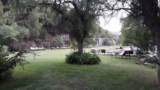 Termas Cacheuta - Terma Spa Full Day: Jardín del hotel con pileta termal para los huéspedes del mismo (NO PARA EL DAY SPA)