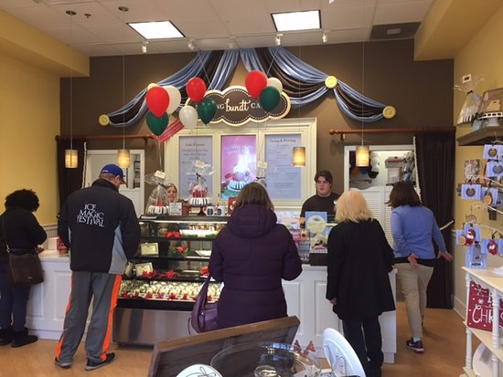 Elmhurst, IL: Nothing Bundt Cakes Interior