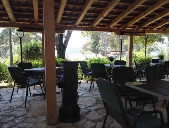 Pirovac, Chorwacja: kryté venkovní posezení