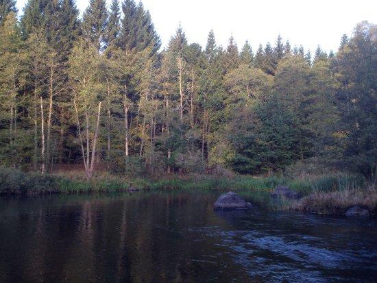 Morlunda, Svezia: Der Emån bei Ryningsnäs