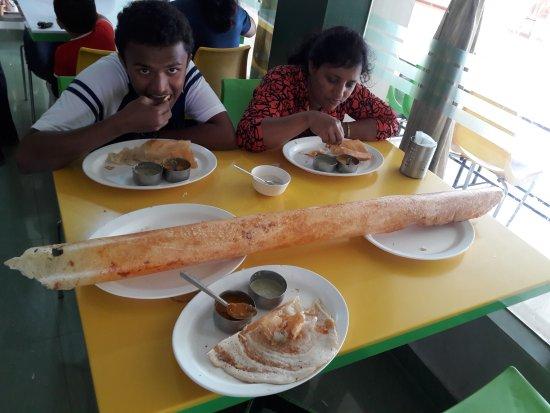 Green Leaf Food Court: very big and tasty masala dosa I ever had