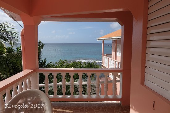 Lower Bay, Bequia: View toward the ocean