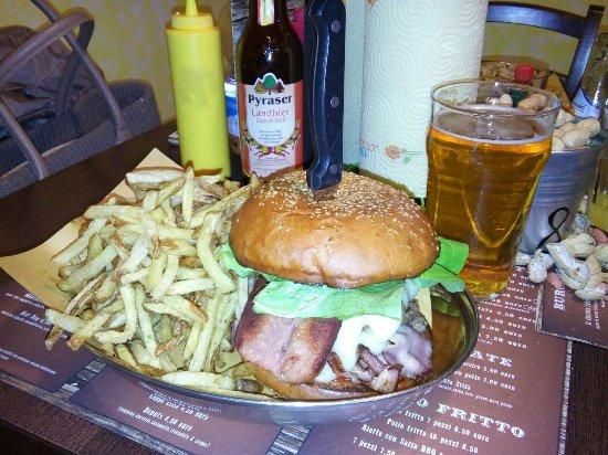 Pisogne, Italy: Il leggendario burgerzilla