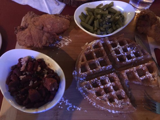 Appleton, Ουισκόνσιν: Chicken and waffle combo with green beans, and red beans and rice