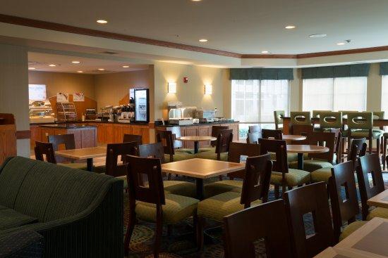 Roselle, IL: Breakfast Area