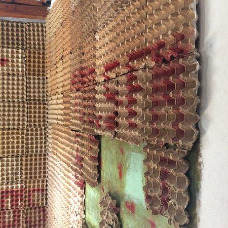 Museo de la Revolucion Salvadorena: Egg tray sound insulation