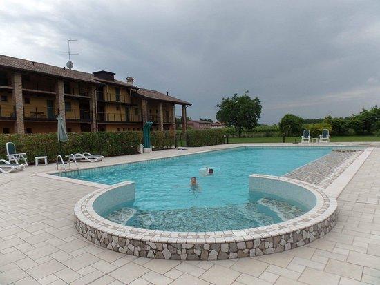 Palazzolo dello Stella, Italy: Schöner, sehr sauberer Pool!