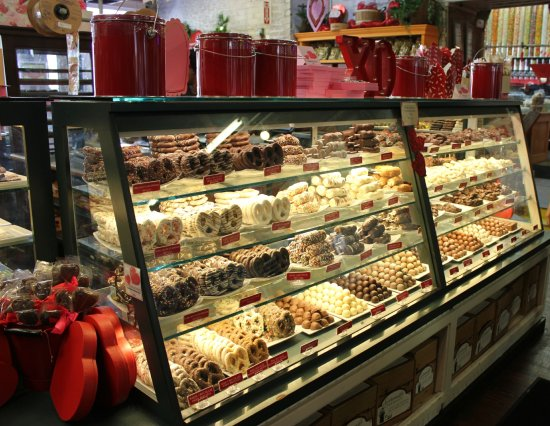Savannah\'s Candy Kitchen Storefront - Picture of Savannah\'s Candy ...