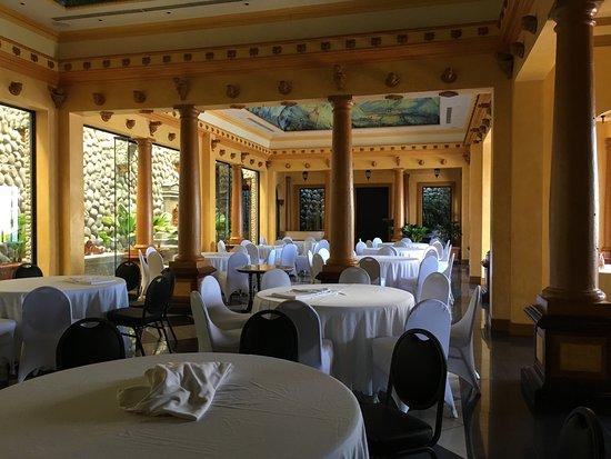 Zephyr Palace Luxury Rental Mansion: photo5.jpg