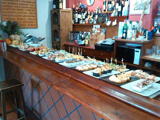 Bar Deportivo : Nuestra barra de pintxos... ¡hmmm!