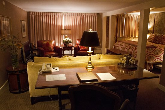 Bedford, NH: Luxury Suite at the Inn