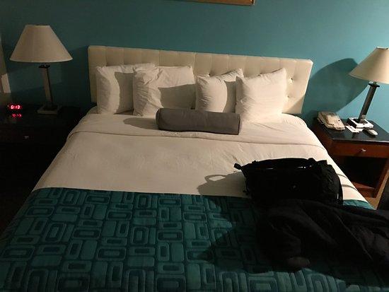 Howard Johnson Pasadena: Massive comfy bed