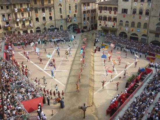 Arezzo, Italia: Piazza Grande - Giostra del Saracino (Ogni prima domenica di Settembre)