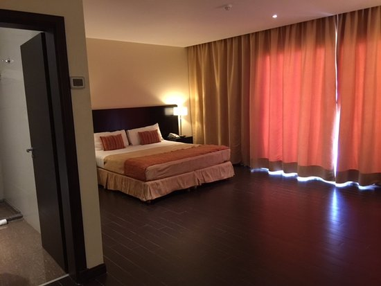 Grand Crucero Iguazú Hotel: Huge room