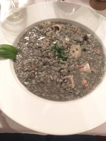 Sierre, Ελβετία: Risotto au noir de sèche - exquis