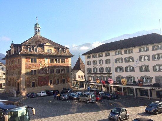 Rathaausplatz von Schwyz mit Smart ( 2017-02-18 )