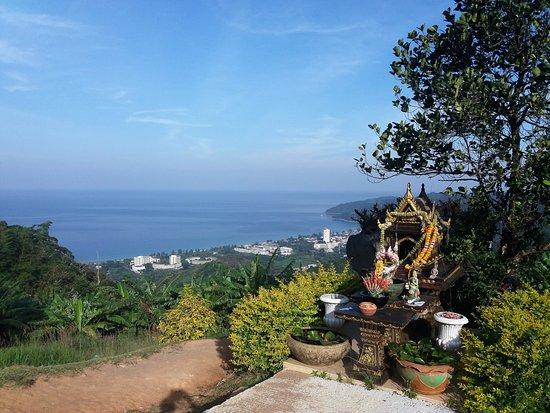 Chalong, Thailand: Utsikt ned til Karon