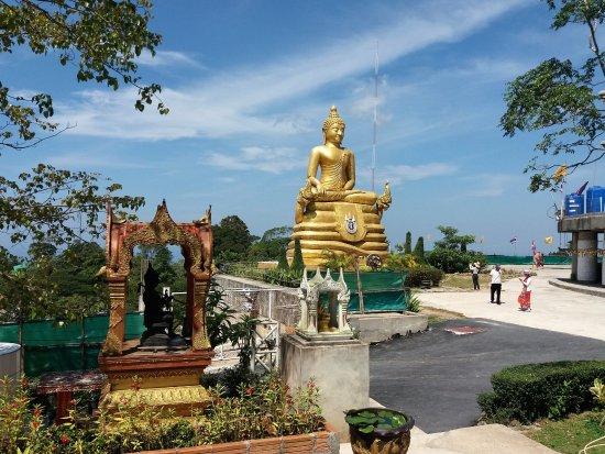 Chalong, Thailand: Buddha i Gull