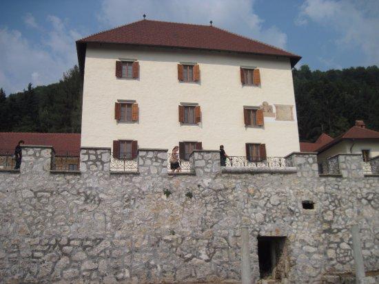 Cerklje, Słowenia: Old walls