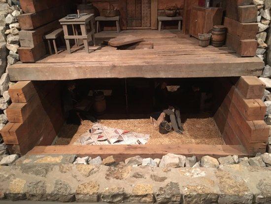 Liberty, MO: Jail cell and original floor