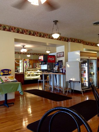 Shelbyville, IN : Wonderful small town feel. Great service. Egg salad outstanding. Cakes, cookies, donuts, pastrie