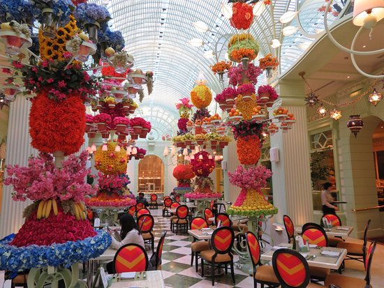 The Conservatory Themed Dining Room Picture Of The Buffet At Wynn