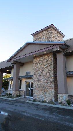 BEST WESTERN Maple Ridge Hotel: Front Door