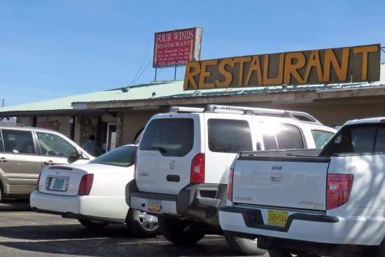 Carrizozo, NM: Local favorite, plenty of business, so the food is good