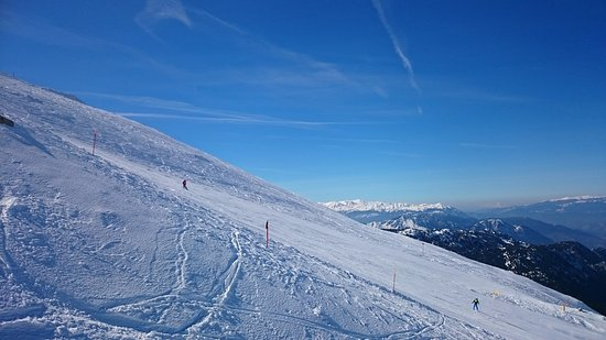 Parnassos, กรีซ: Δυνατή Πίστα η Νο6 στην Φτερόλακα στο Χιονοδρομικό Κέντρο Παρνασσού