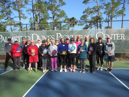 Palmetto Dunes Tennis & Pickleball Center: Group of new friends enjoying pickleball