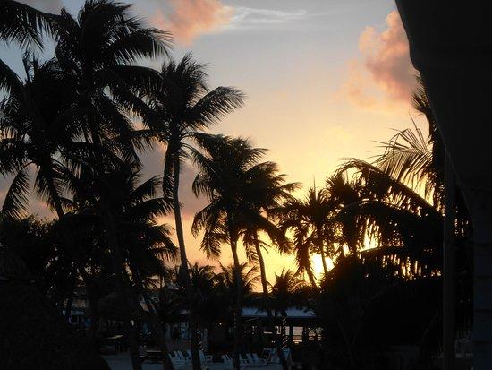 Postcard Inn Beach Resort & Marina at Holiday Isle: Sunset from our room balcony