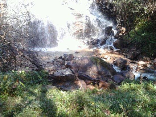Lavras Novas, MG: Cachoeira dos namorados,apenas 6 km da Pousada  Alforria,acesso,de jepp,motos etc.